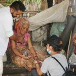 डा.सुनिल शर्माद्वारा ८४ बर्षीया बेसहारा बृद्धालाई उद्धार गरी निःशुल्क उपचार (भिडियोसहित)