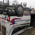 दुहवीमा माइक्रो र मोटरसाइकल ठोक्किदा तीन जनाको मृत्यु, ८ घाइते