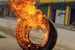 टिपरको ठक्करबाट एक जनाको मृत्यु, टायर बालेर राजमार्गमा प्रदर्शन